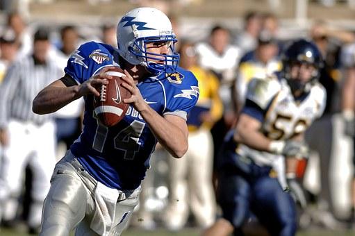 quarterback-67701__340